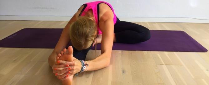 siddende foroverbøjning, yoga, stræk