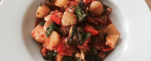 kylling med aubergine, kartofler og spinat