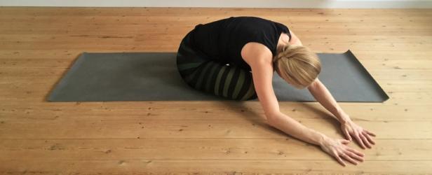 yogastræk, skrædderstilling