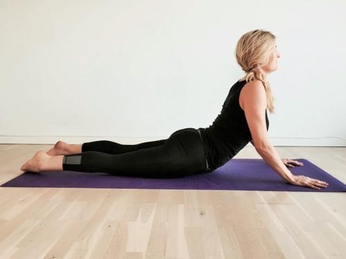 cobra, Bhujangasana yoga rygøvelse