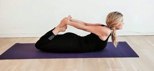 frøen - yoga styrkeøvelser, bhekasana