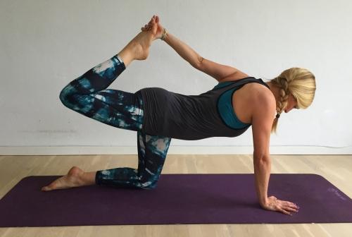 yogaøvelse udvidet jagthund